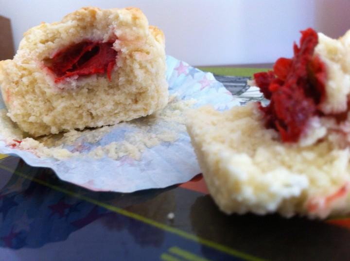 Muffins de coco y fresas
