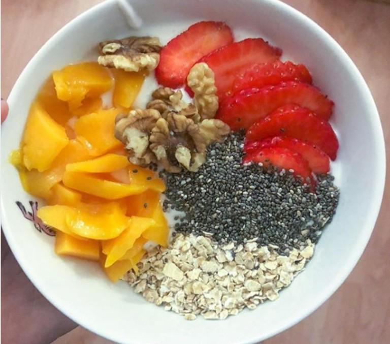 yogur mango fresas y chia